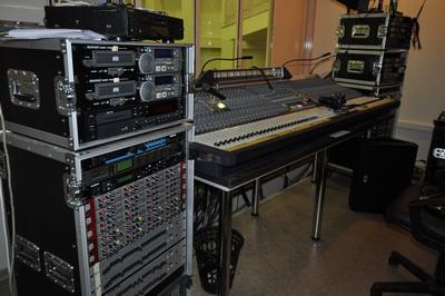 Звукоаппаратная концертного зала ЦСК - стойка с приборами динамической обработкой звука Klark Teknik