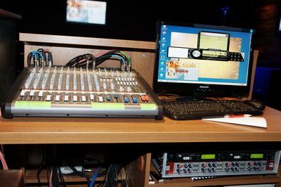 Звуковое оборудование в караоке-зале ресторана