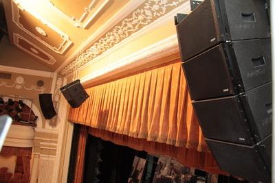 В этом году Донецкий национальный академический украинский музыкально-драматический театр провел реконструкцию звукоусилительной системы - поставлен линейный массив NOVA Elite с усилителями NOVA DXP и цифровой микшерной консолью Midas PRO1 TP