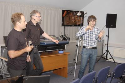 Обсуждение практических вопросов во время семинара-тренинга по  руботе с цифровыми консолями Midas PRO2/C