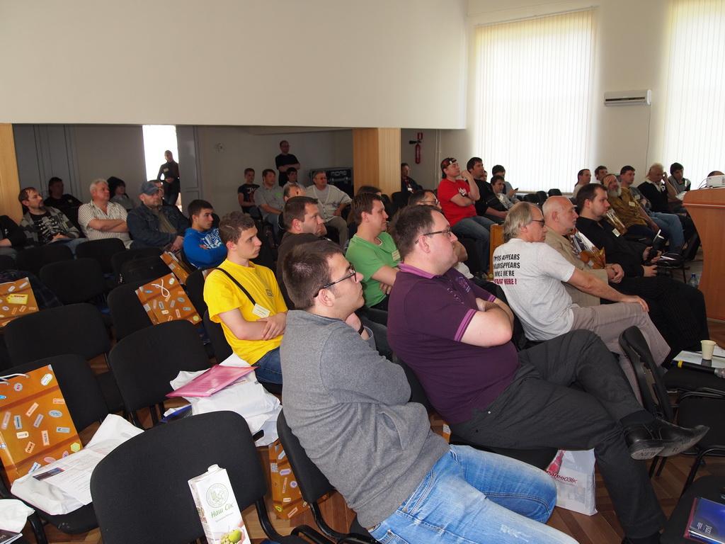 Аудитория Семинара звукорежиссеров Украины 2012 во время  презентации цифровой микшерной консоли Midas PRO2C