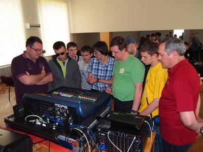 Самые любознательные  звукорежиссеры жлают познакомиться с Midas PRO2C поближе