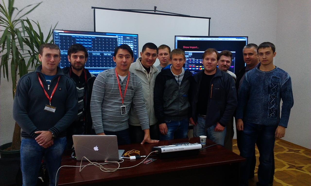 Участники тренинга по работе со световыми консолями Avolites на базе новой ОС Titan 7
