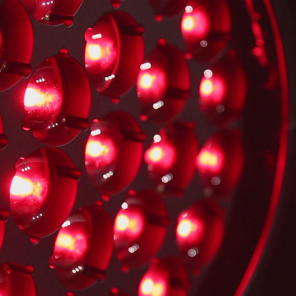 PR Lighting XLED 4022RZ – это мощный комбинированный прибор wash, beam и effect с 22 цветными светодиодами 4-в-1 мощностью 40 Вт и оптической группой специальной конструкции